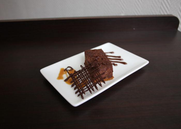 Gateau de moule au chocolat sur pain d'épice du Rucher de Leaya, de l'équipe bleue